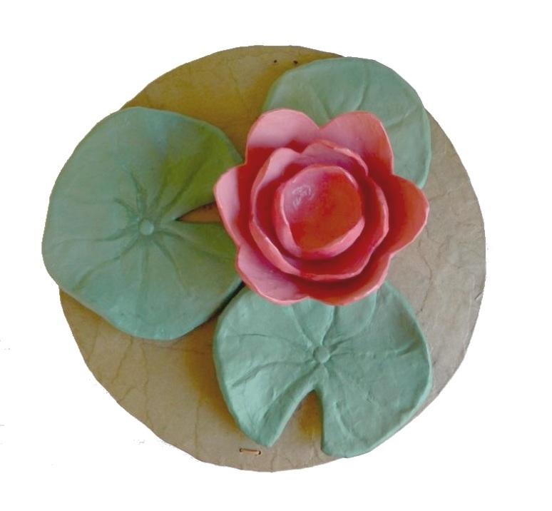 Lotus urn