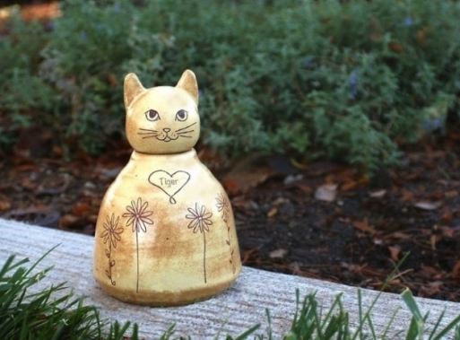 custom yellow cat urn with daisies